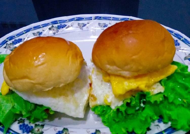 Cara mengolah Mini burger isi telor ceplok ala resto