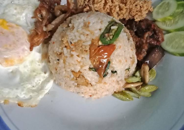 Nasi TO (tutug oncom), tahu kriwil dan jamur goreng asin