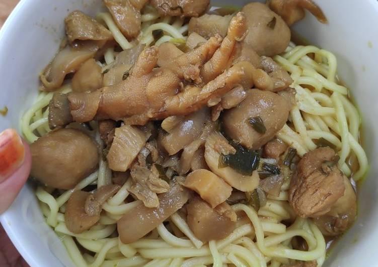 Cara membuat Mie ayam jamur baso ceker lezat