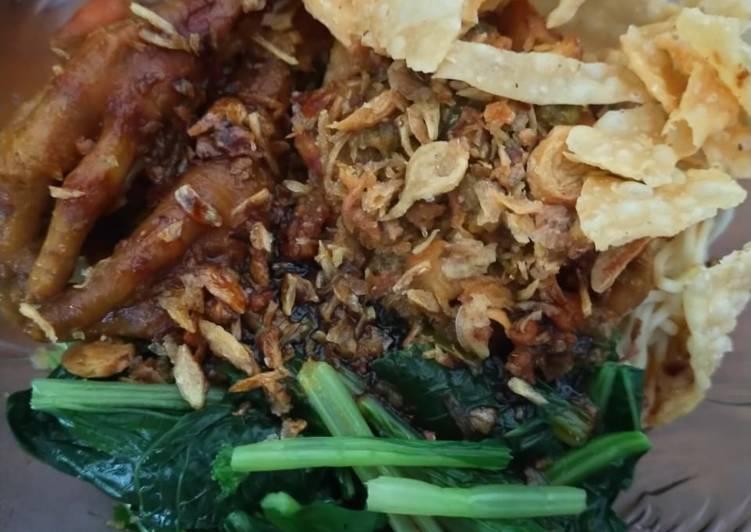 Cara mengolah Mie Ayam Ceker yang bikin ketagihan
