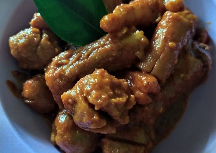 Cara membuat Oseng ceker bakso dan sosis mercon yang menggugah selera