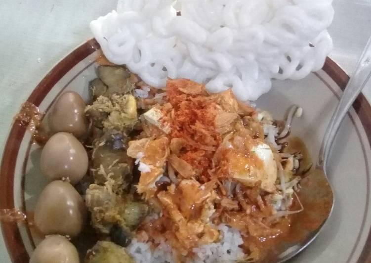 32) Nasi Lengko Khas Indramayu