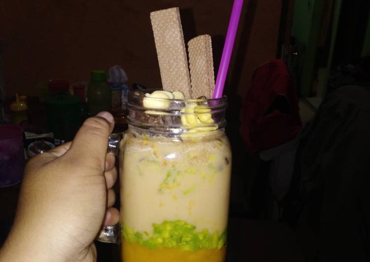 Resep: Mango avocado smoothies tea with choco chips tango and crunch