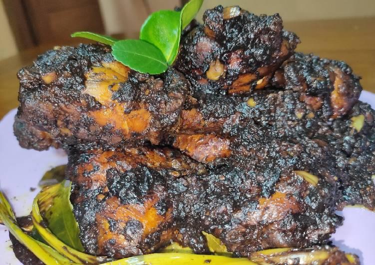 70. Ayam Hitam Bumbu Kluwak
