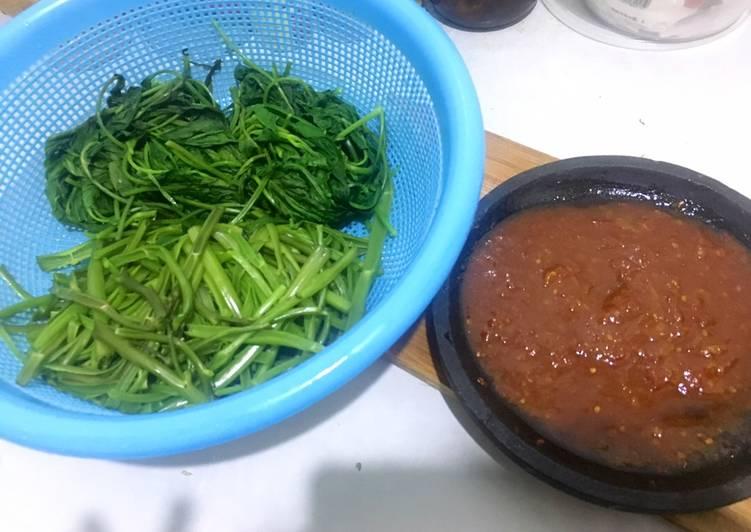 Resep: Kangkung Rebus dan Sambal Petis enak