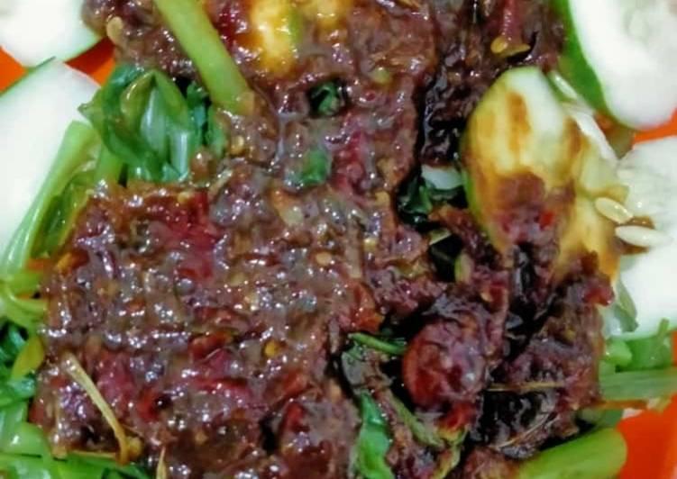 Resep: Rujak kangkung sambal pelet yang menggugah selera