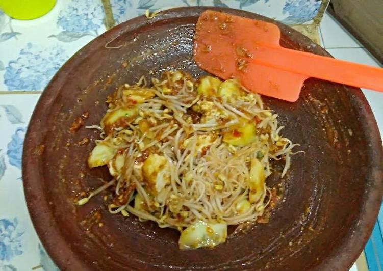 Resep memasak Rujak meduro petis merah...cocok buat hujan2 yang bikin ketagihan