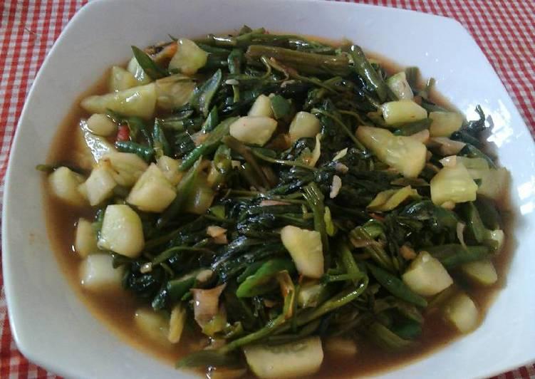 Resep: Tumis KungCangMun(Kangkung+kacang panjang+timun) yang bikin ketagihan