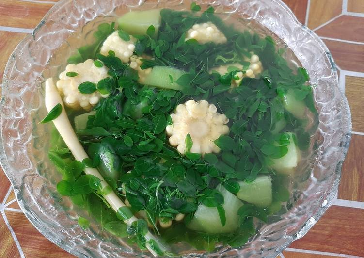 Sayur Bening Kelor (Plus Jagung dan Labu Siam/ Manisah)