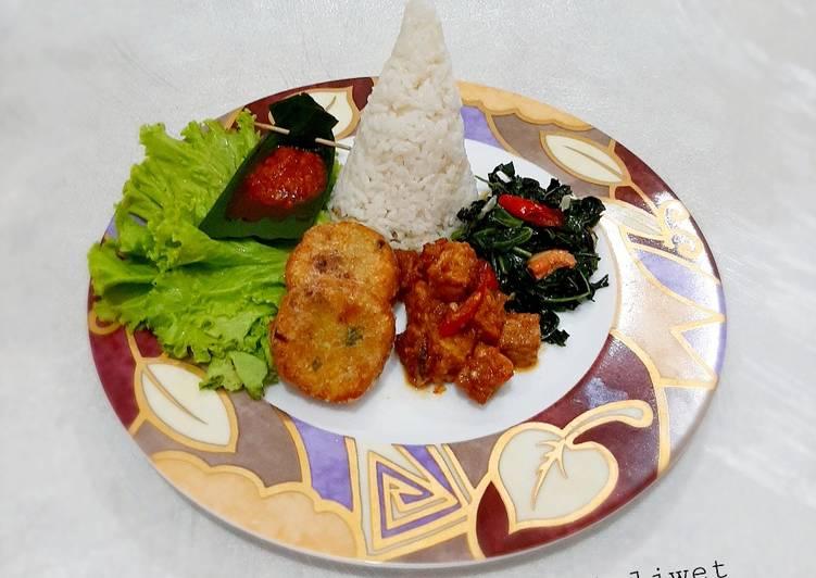 Resep membuat Tumpeng Nasi Liwet (versi mini) yang menggugah selera