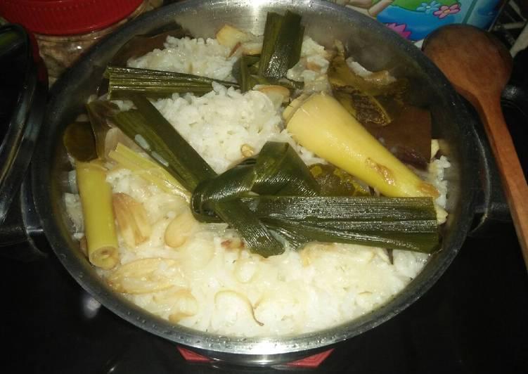 Cara memasak Nasi liwet yang bikin ketagihan