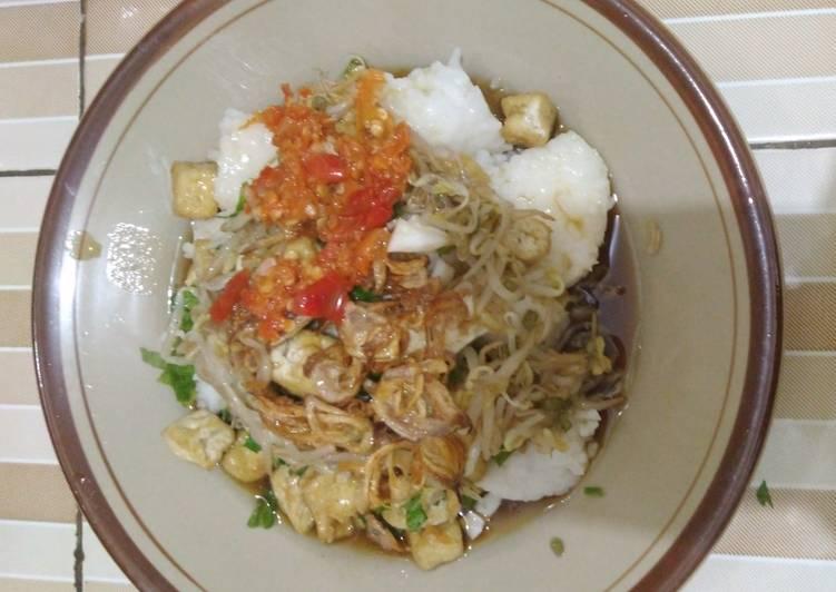 Cara memasak Kupat tahu segar tanpa bumbu kacang yang bikin ketagihan