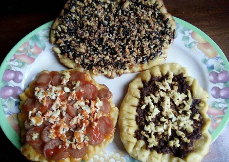 Resep: Pizza Homemade simple (Pizza Rendang, Sosis, Coklat Kacang) istimewa