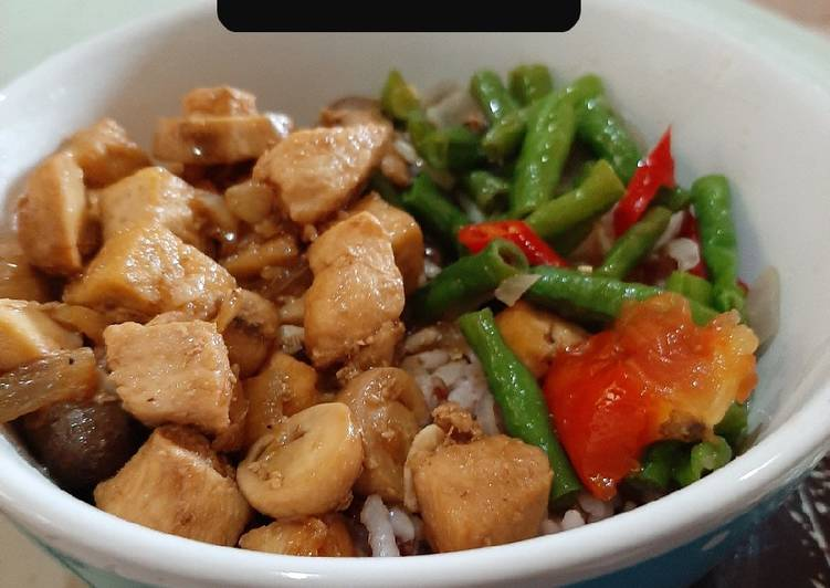 Resep membuat Rice bowl ayam+tahu+jamur bumbu bakmoy tanpa kuah ala resto