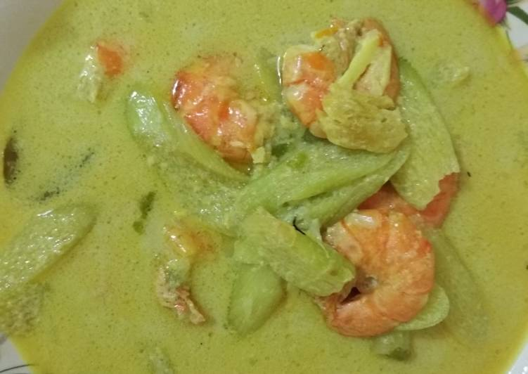 Resep memasak Udang gulai kuning + kemumu dan pete lezat