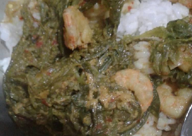 Cara memasak Gulai pakis udang yang bikin ketagihan