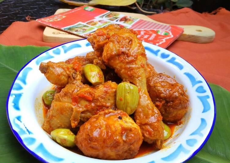 Resep memasak Kalio Ayam Telur yang menggugah selera