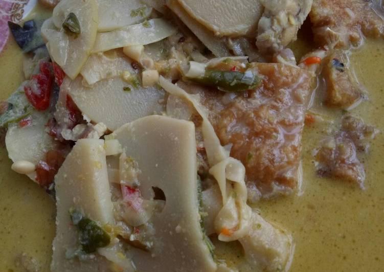 Resep: Santan lombok ijo rebung mix krecek(kerupuk kulit) enak