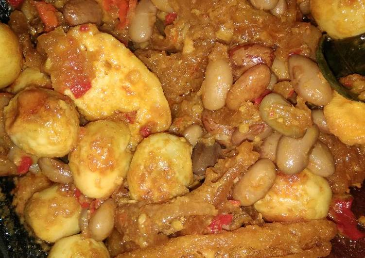 Resep membuat Kerecek kerupuk kulit, telor puyuh mix kacang merah lezat