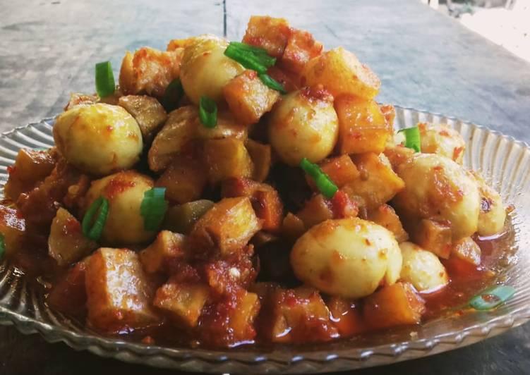 Cara membuat Balado kentang telur puyuh yang menggugah selera