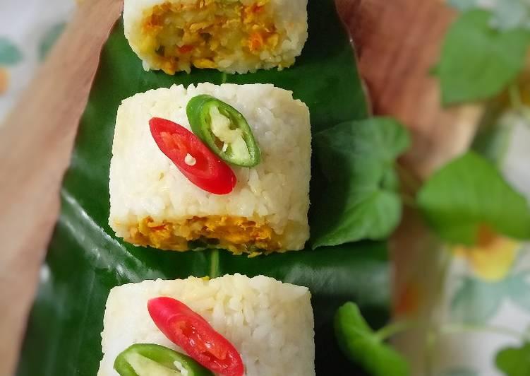 Resep: Nasi Gulung Isi Ayam Suir Pedas yang bikin ketagihan