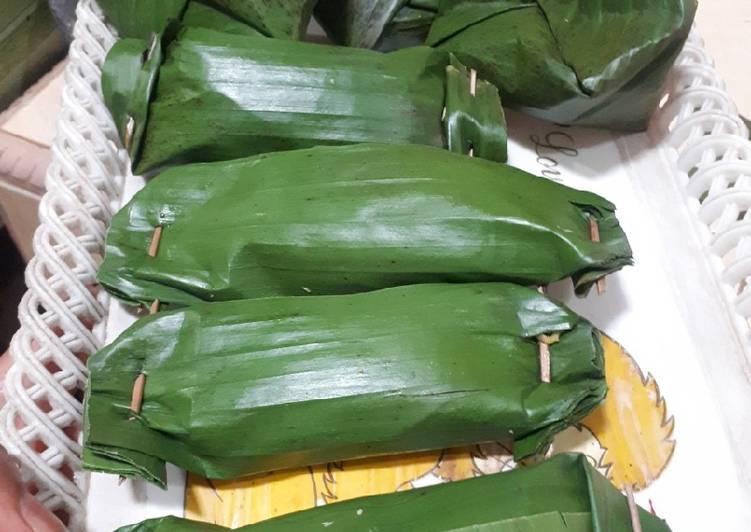Cara Mudah mengolah Pepes/Brengkes bakar isi kelapa dan ikan pindang yang bikin ketagihan