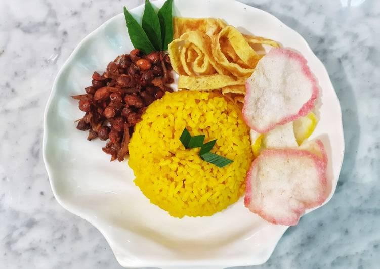 Cara Mudah membuat Nasi Kuning Gurih | Rice Cooker | Tanpa Santan yang menggugah selera