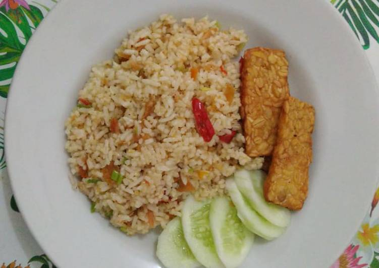 Resep mengolah Nasi Goreng Ikan Asin yang bikin ketagihan