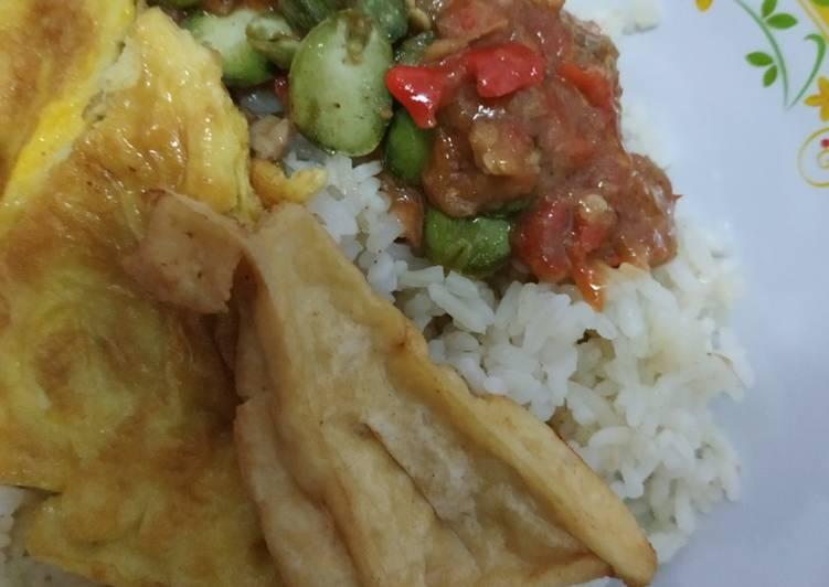 Cara mengolah Nasi gurih & sambal terasi mantul enak