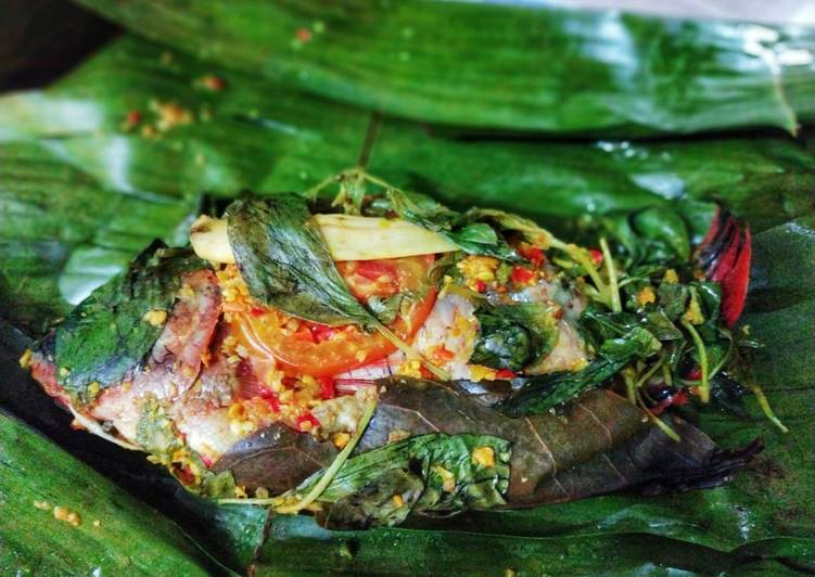 Pepes Ikan + Daun Kemangi
