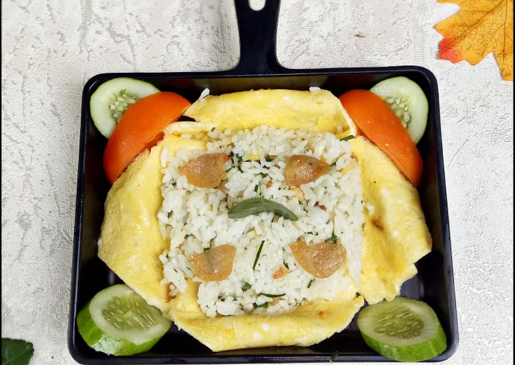 Cara Mudah memasak Telur Bungkus Nasi Bakso Daun Jeruk yang menggugah selera