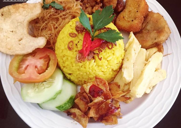 Resep membuat Nasi kuning magic com anti ribet pulen wangi gurih lezat