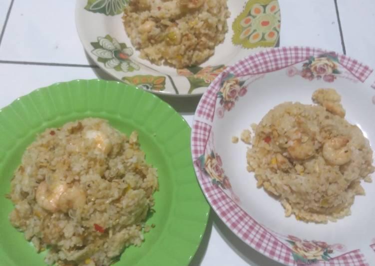Resep membuat Nasi goreng udang yang menggugah selera